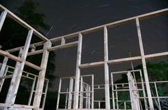 Rastro de la estrella a través del marco de edificio Imágenes de archivo libres de regalías