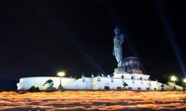 Rastro de la luz de la vela de la ceremonia del budismo Fotos de archivo libres de regalías