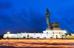 Rastro de la luz de la vela de la ceremonia del budismo Imagenes de archivo