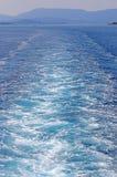 Rastro de la nave en la isla de Corfú del mar Imagenes de archivo
