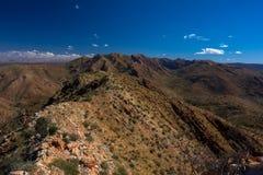 Rastro de Larapinta, el Razorback Ridge, MacDonnell del oeste Australia Imagen de archivo