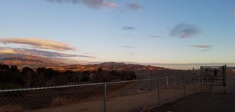 Rastro de montaña en la puesta del sol Fotografía de archivo libre de regalías