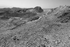 Rastro de montañas del desierto de la piedra de B&W Imagenes de archivo