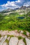 Rastro de montañas estrecho en Tatras Fotografía de archivo libre de regalías