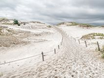 Rastro en el parque nacional de Slowinski, Polonia de Sandy Imágenes de archivo libres de regalías