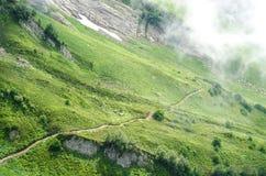 Rastro en el primer del paisaje de la montaña Fotografía de archivo libre de regalías