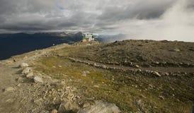 Rastro a la cumbre de la montaña de las marmotas Imagenes de archivo