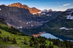 Rastro ocultado del lago, Parque Nacional Glacier, Montana foto de archivo