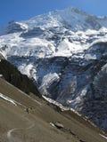 Rastro por el valle de la montaña Fotos de archivo