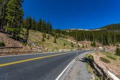 Rastro Ridge Road en la cala ocultada del valle Fotografía de archivo