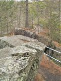 Rastro a través del top de la roca de la espina dorsal fotografía de archivo