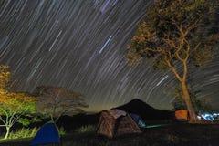 Rastro y el acampar de la estrella Imagen de archivo