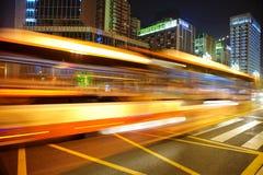 Rastros de alta velocidad y enmascarados de la luz del omnibus Foto de archivo libre de regalías