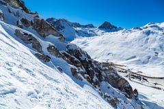 Rastros de esquí y de roca Fotografía de archivo
