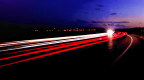 Rastros de la carretera de la puesta del sol Foto de archivo libre de regalías