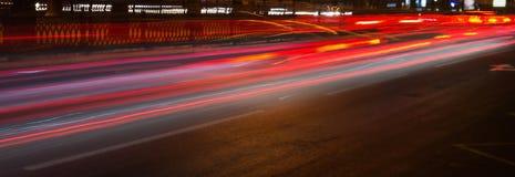 Rastros de noche de los faros de los coches Freezelight Noche Kyiv kiev Imagen de archivo libre de regalías