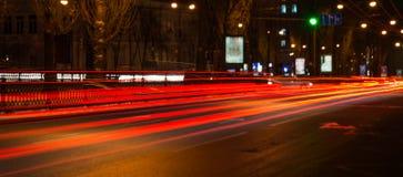 Rastros de noche de los faros de los coches Freezelight Noche Kyiv kiev Fotografía de archivo