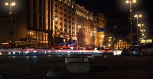 Rastros de noche de los faros de los coches Freezelight Noche Kyiv kiev Fotos de archivo libres de regalías