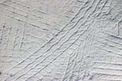 Rastros de protectores del coche en la textura de la arena Foto de archivo libre de regalías