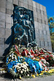 Rastros de Varsovia judía - monumento a los héroes del ghetto Foto de archivo libre de regalías