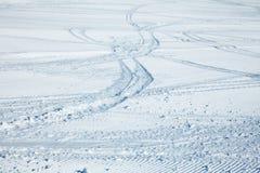 Rastros del esquí Fotos de archivo libres de regalías