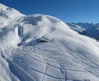 Rastros del esquí en cuestas de St Anron Fotografía de archivo libre de regalías