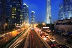 Rastros del semáforo del transporte urbano Fotografía de archivo