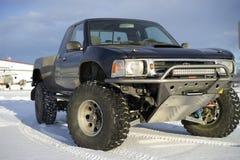 Rasvrachtwagen in sneeuw wordt geparkeerd die Stock Fotografie