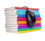 Ratón colorido del ordenador de los libros fotografía de archivo libre de regalías