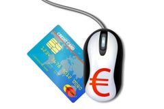 Ratón con una tarjeta de crédito Imagen de archivo