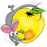 Ratón de la historieta que come la manzana. ilustración Fotografía de archivo libre de regalías