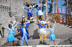 Ratón de Mickey y de Minnie en el mundo de Disney Imagen de archivo libre de regalías