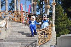 Ratón de Mickey y de Minnie en el mundo de Disney Imagen de archivo