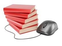 Ratón del ordenador y pila de libros Imagen de archivo libre de regalías