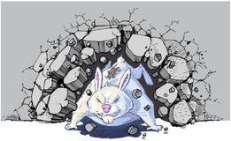 Ratón en el conejo gigante que se estrella a través de la pared Foto de archivo libre de regalías