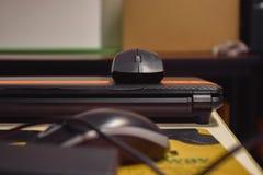 Ratón en el cuaderno Fotos de archivo libres de regalías