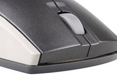 Ratón gris del ordenador en el primer blanco del fondo Fotografía de archivo