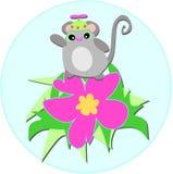 Ratón lindo con el sombrero del hilandero en la flor del hibisco Foto de archivo libre de regalías