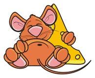Ratón que duerme y que abraza un pedazo de queso Imágenes de archivo libres de regalías