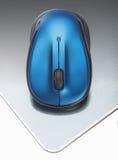 Ratón sin hilos azul Imágenes de archivo libres de regalías