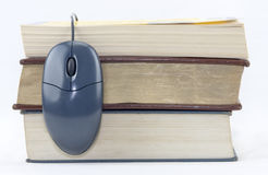 Ratón y libros Imágenes de archivo libres de regalías