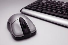 Ratón y teclado sin hilos fotos de archivo libres de regalías