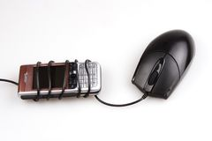 Ratón y teléfono móvil imagen de archivo