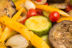 ratatouille Ψημένα λαχανικά: Pe μελιτζανών, κολοκυθιών και κουδουνιών Στοκ Εικόνες