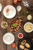 Ratatouille, costoletas dos grãos-de-bico, limonada e vários petiscos Dif Imagens de Stock