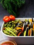 Ratatouille - prato vegetal de Provencal do franc?s tradicional cozinhado no forno fotografia de stock