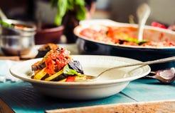Ratatouille - un plato vegetariano clásico de la cocina francesa Bak foto de archivo libre de regalías