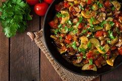 Ratatouille vegetal na frigideira Imagens de Stock