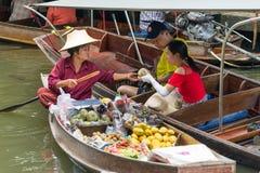 Ratchaburi -泰国2017年7月22日:Damnoen漂浮ma的Saduak 免版税库存照片