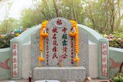 Ratchaburi, Tailandia - 4 de abril de 2017: Día arrebatador de la tumba en el festival de Qingming en el cementerio del cementeri Imágenes de archivo libres de regalías